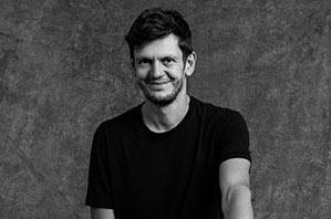 Boris Plücken - Yogalehrer Berlin, Certified Jivamukti Yoga Teacher